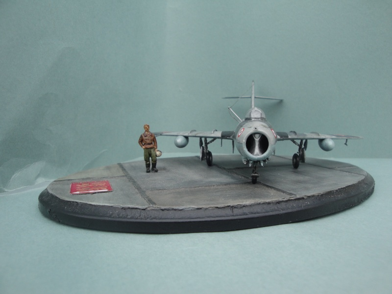 "[Hobby Boss] Mig 15 ""Normandie Niémen"" ( what-if ) fini 00225"