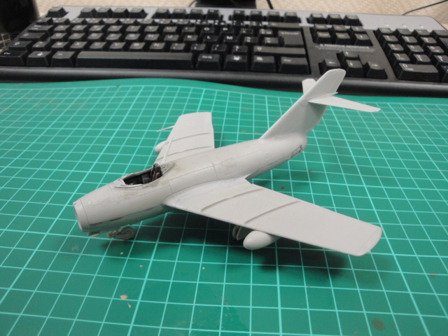 "[Hobby Boss] Mig 15 ""Normandie Niémen"" ( what-if ) fini 00318"