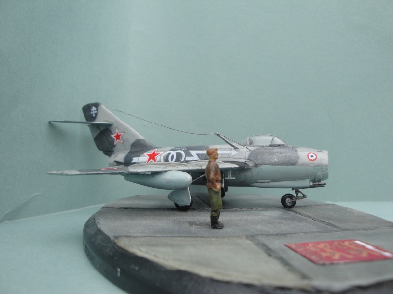 "[Hobby Boss] Mig 15 ""Normandie Niémen"" ( what-if ) fini 00422"