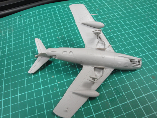"[Hobby Boss] Mig 15 ""Normandie Niémen"" ( what-if ) fini 00518"