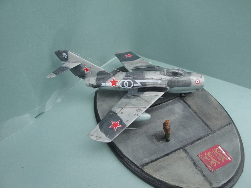 "[Hobby Boss] Mig 15 ""Normandie Niémen"" ( what-if ) fini 00523"