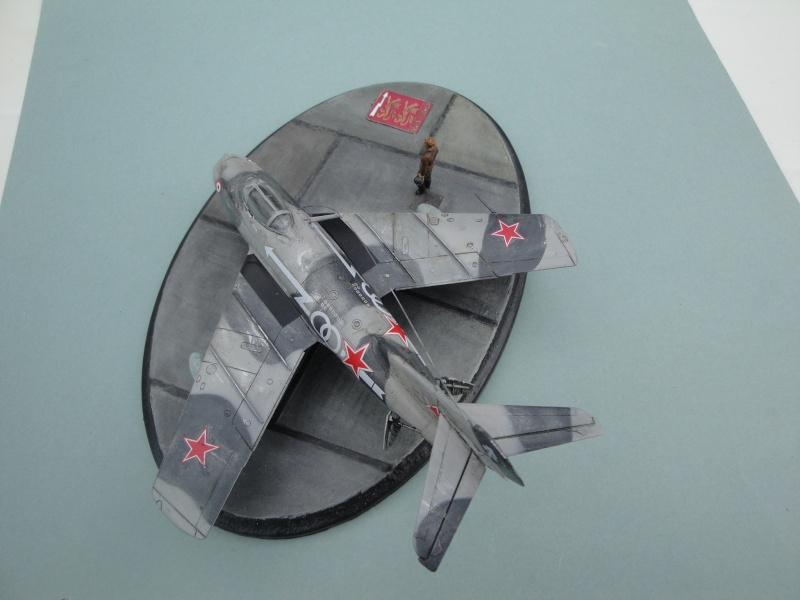 "[Hobby Boss] Mig 15 ""Normandie Niémen"" ( what-if ) fini 00622"