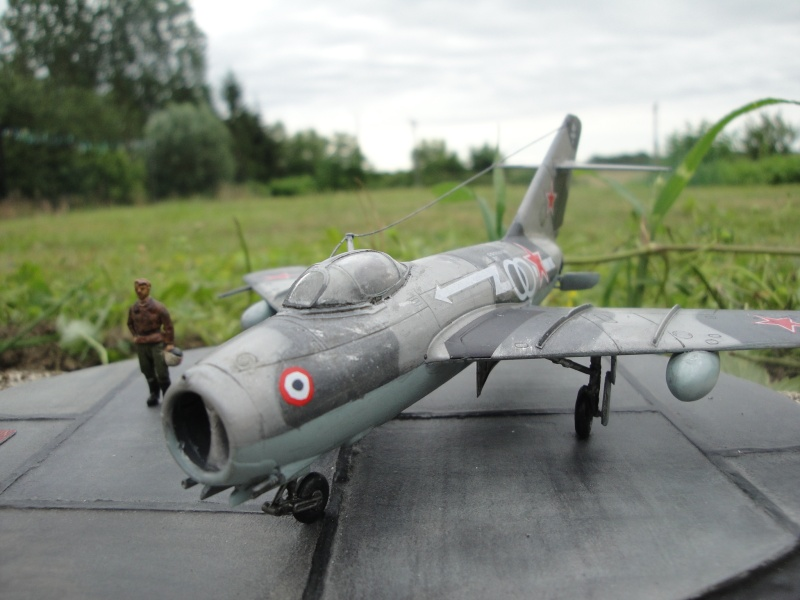 "[Hobby Boss] Mig 15 ""Normandie Niémen"" ( what-if ) fini 00820"