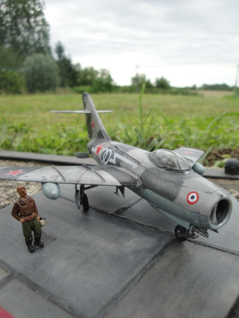 "[Hobby Boss] Mig 15 ""Normandie Niémen"" ( what-if ) fini 00922"