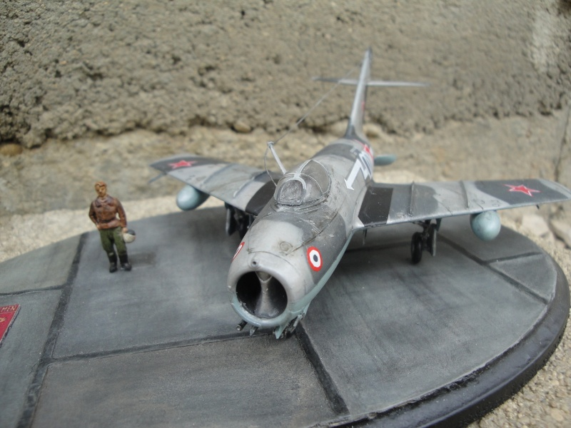 "[Hobby Boss] Mig 15 ""Normandie Niémen"" ( what-if ) fini 01016"