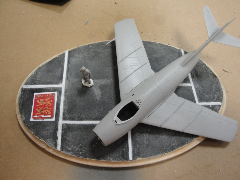 "[Hobby Boss] Mig 15 ""Normandie Niémen"" ( what-if ) fini 02014"