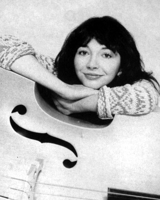 Photos Kate Bush - Page 8 Cello110