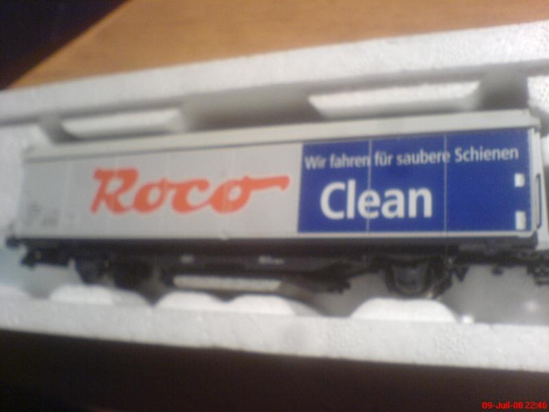 wagon netoyyeur de voie roco ( roco clean )  bien connu  ! Dsc00745