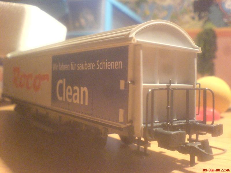 wagon netoyyeur de voie roco ( roco clean )  bien connu  ! Dsc00746