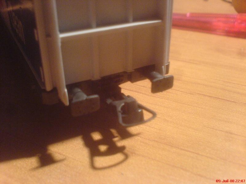 wagon netoyyeur de voie roco ( roco clean )  bien connu  ! Dsc00748