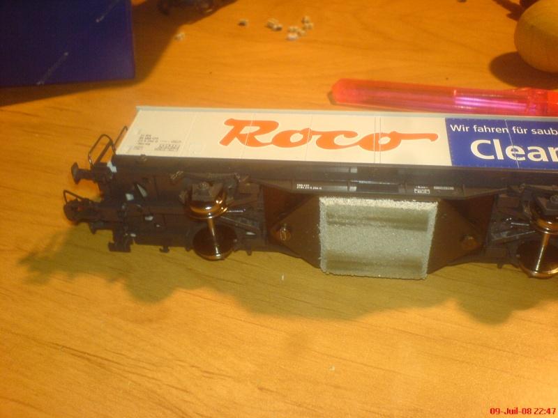 wagon netoyyeur de voie roco ( roco clean )  bien connu  ! Dsc00750