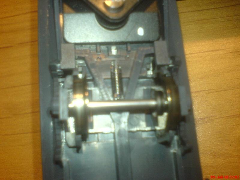 wagon netoyyeur de voie roco ( roco clean )  bien connu  ! Dsc00751