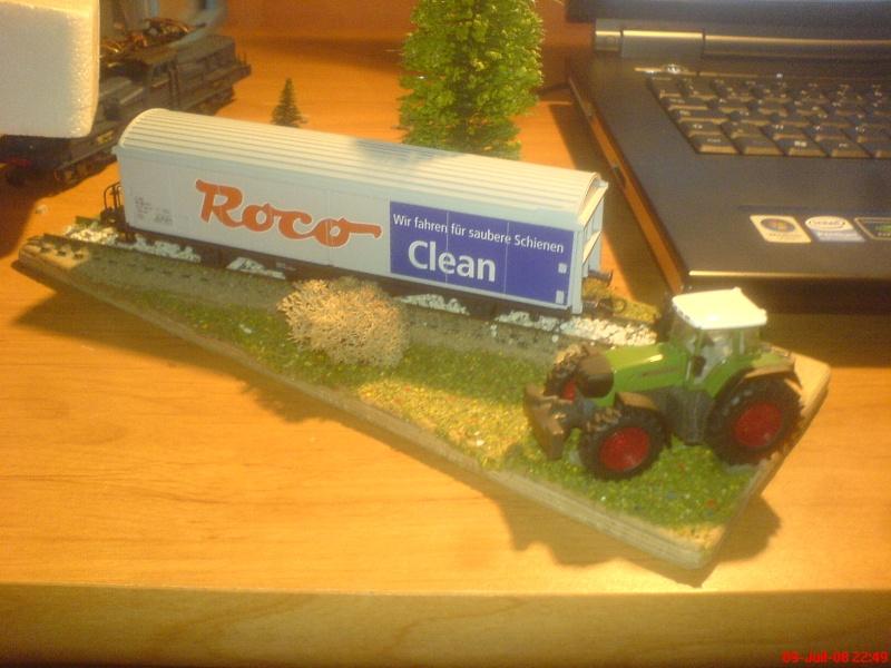 wagon netoyyeur de voie roco ( roco clean )  bien connu  ! Dsc00755
