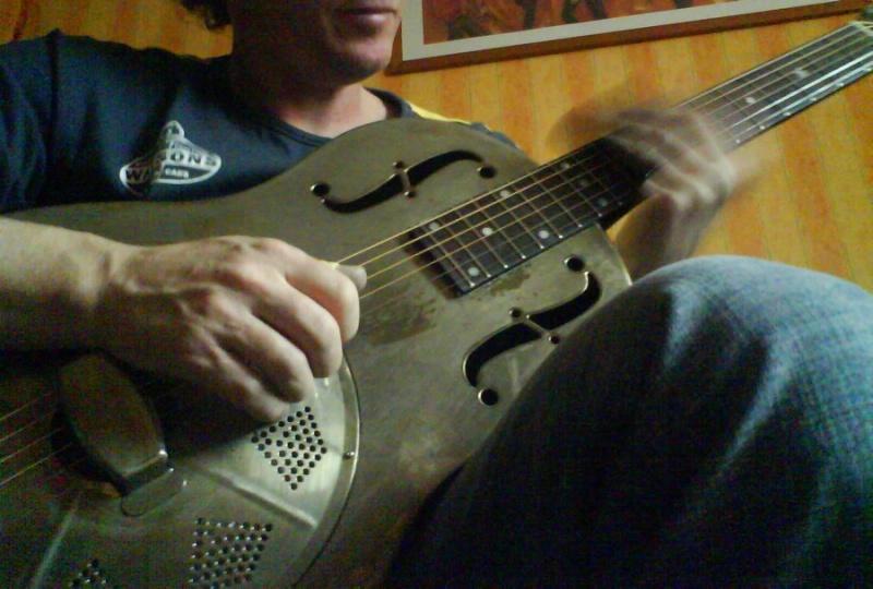 New Republic Reso Guitars - Page 3 Dsc00312