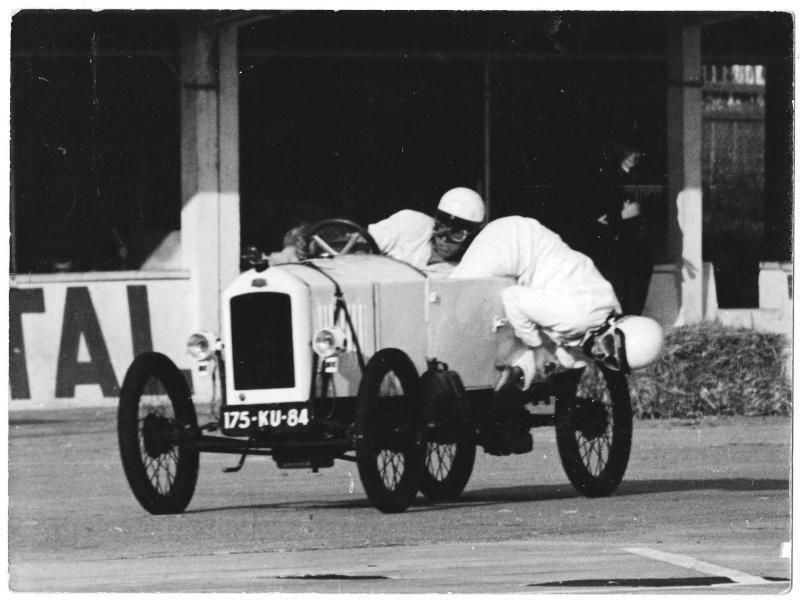 Peugeot Quadrilette - Page 4 Montlh11