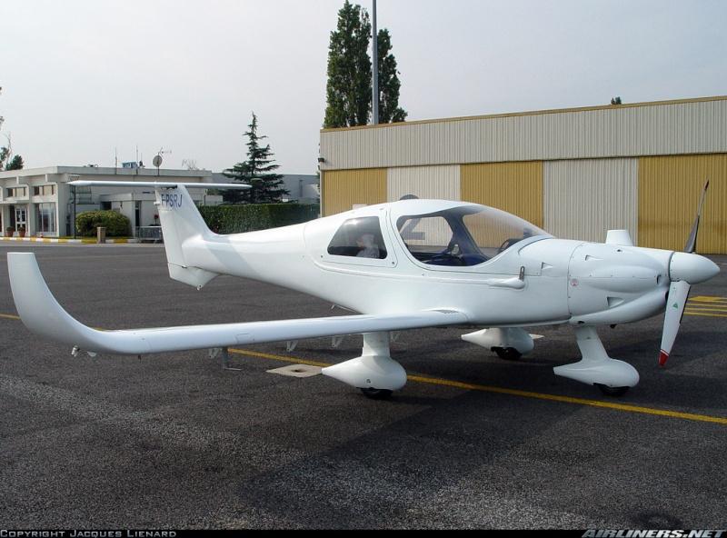 Pendre son MCR sous le toit d'un hangar 12979210
