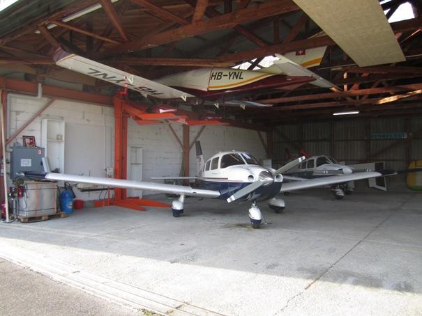Pendre son MCR sous le toit d'un hangar Img_1215