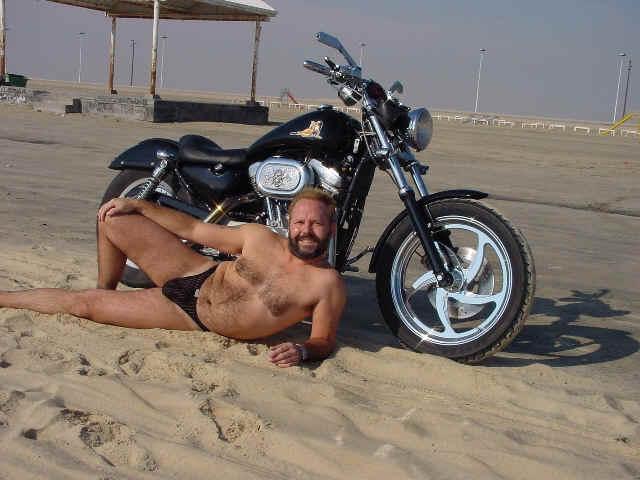 Il vend sa Harley ou sa femme ? Email110