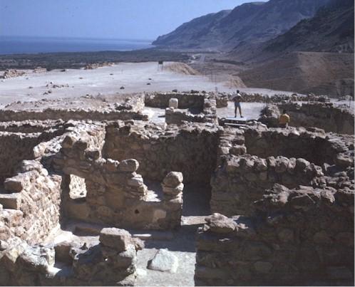 Les lieux sacrés - Héritage spirituel du Monde. - Page 2 Qumran13
