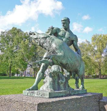 Héraclès - Page 2 Statue11