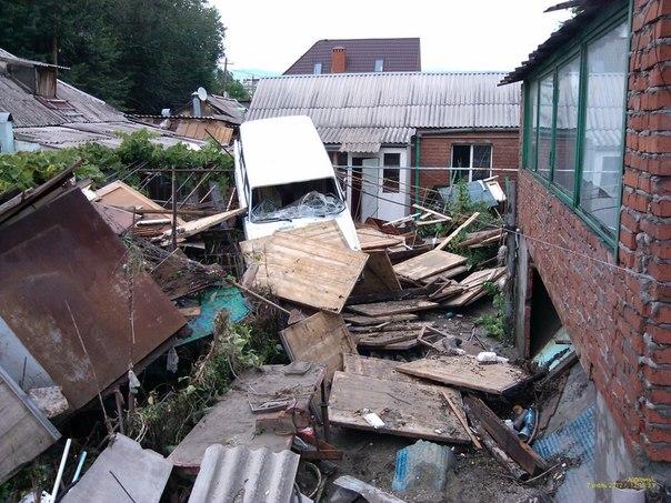Inondations: les Russes cherchent des responsables - par Pierre Avril et les autres... Nxu_dp10