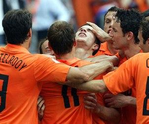 Holanda fiton për veten dhe për Italinë... Holand10