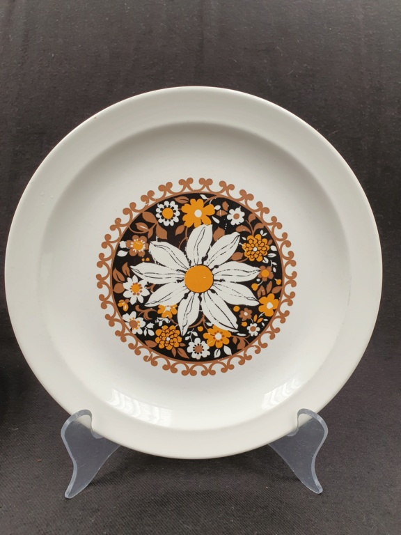 This looks like Valencia, but it is on a Rimmed plate! 20210710