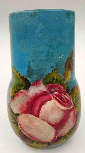 Harwyn vase painted by Ivy Williams 20_ran13