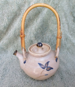 The Ferret asks if this lovely teapot is the work of Carmen Campbell? Carmen10