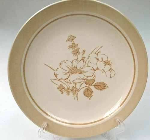 Fawn tones on a Rimmed plate Fawn_t10