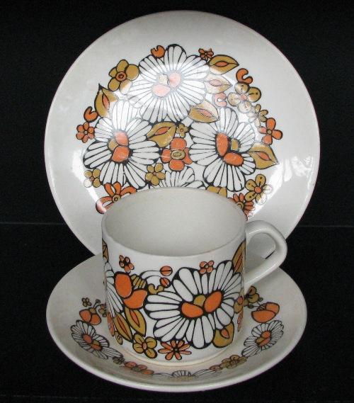 Ladybugs and retro flowers with No Pattern Name ~ Ladybu10