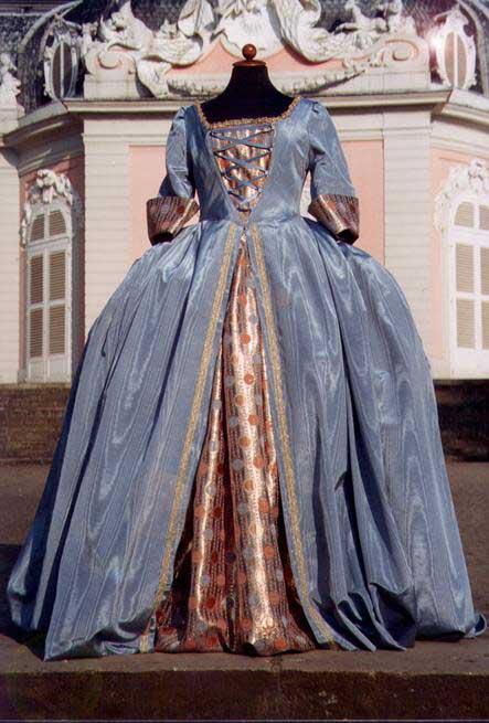 les robes à panier de Marie-Antoinette - Page 3 Robe1710