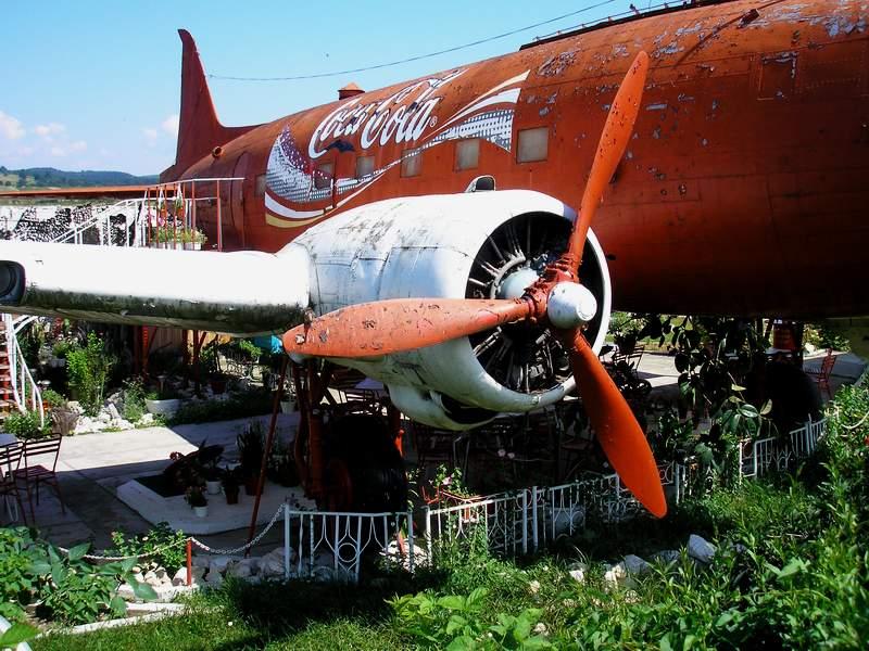 Aeronave expuse in tara P7050011