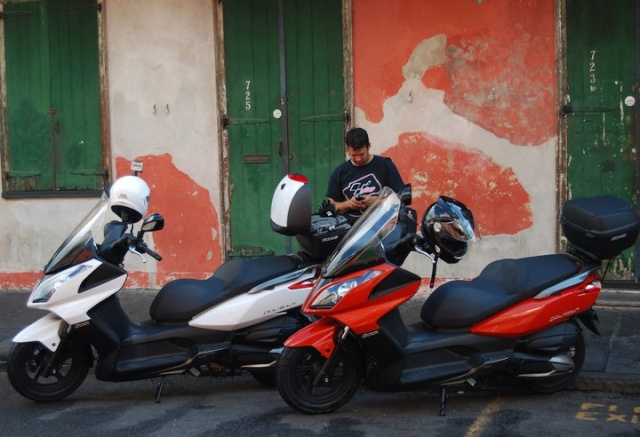 Pictures of Kymco Downtown and SHAD Motorcases 26447111