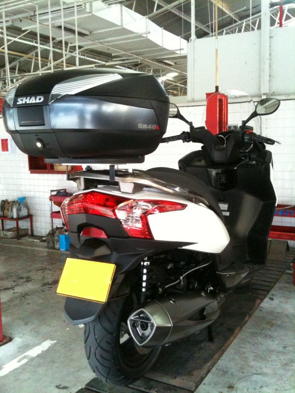 Pictures of Kymco Downtown and SHAD Motorcases Img_4211
