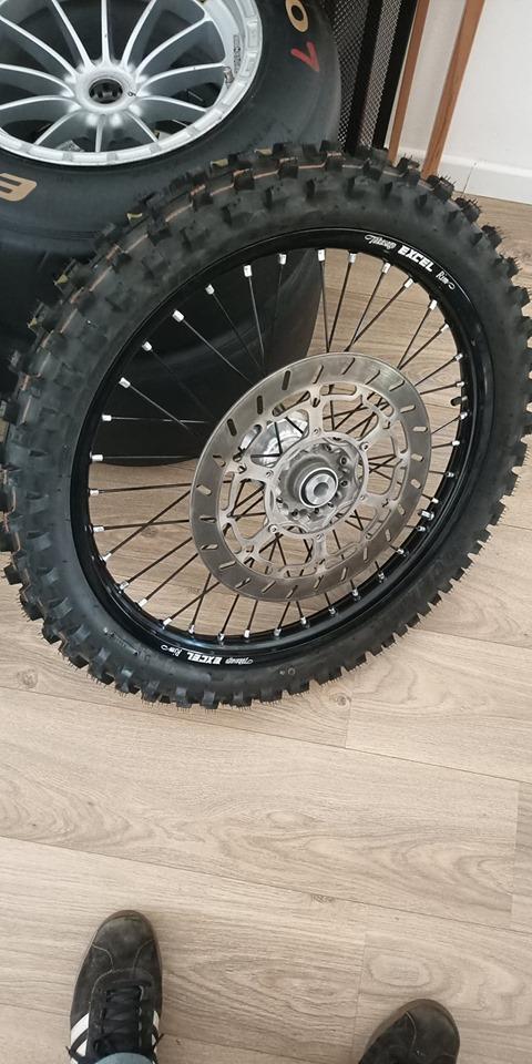 """KTM 640 Adv: Montage et plan entretoise roue AV """"gros axe"""" 11796410"""