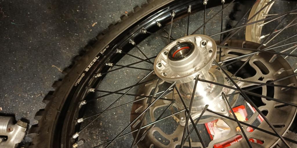 """KTM 640 Adv: Montage et plan entretoise roue AV """"gros axe"""" Img_2012"""