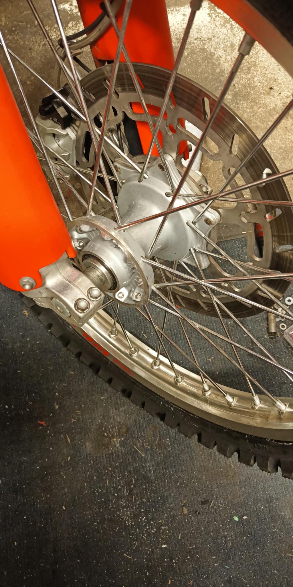 """KTM 640 Adv: Montage et plan entretoise roue AV """"gros axe"""" Img_2013"""