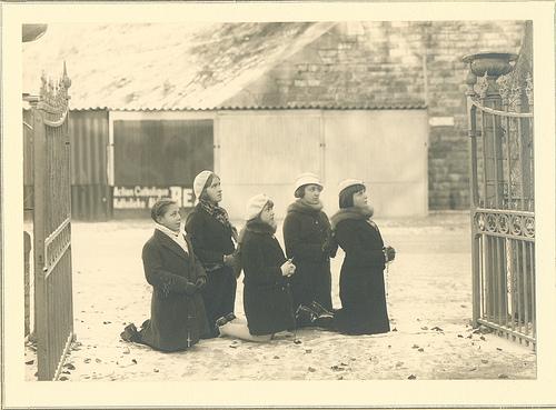 Niam Mab Liab tshwm sim nyob Beauraing, Belgium teb  1932 57308710