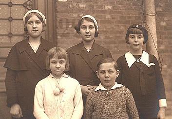 Niam Mab Liab tshwm sim nyob Beauraing, Belgium teb  1932 Lit_0710