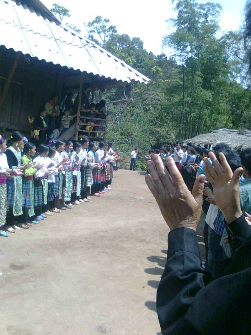 HMOOB CATHOLIC NYOB COB TSIB TEB (Hmong Catholic Vietnam) - Page 2 Peb_to11
