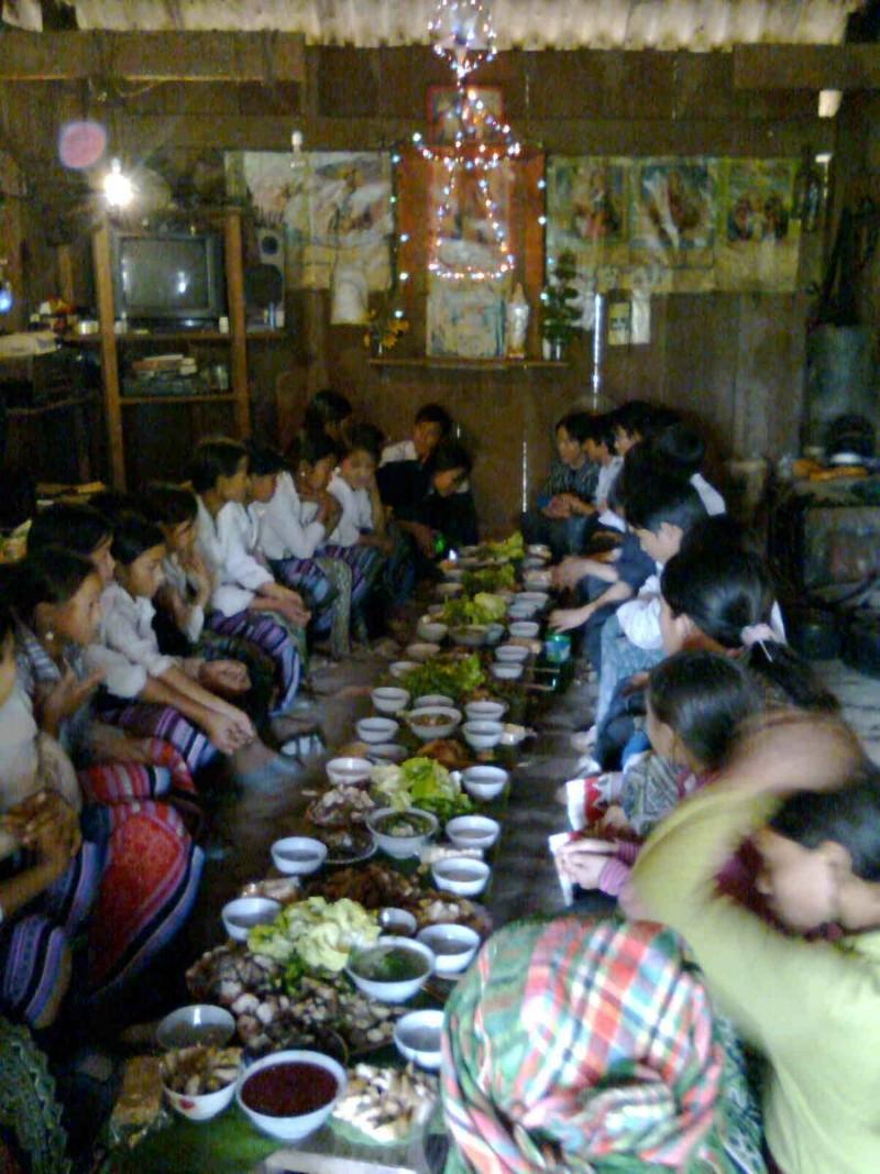 HMOOB CATHOLIC NYOB COB TSIB TEB (Hmong Catholic Vietnam) - Page 3 Rooj_m10