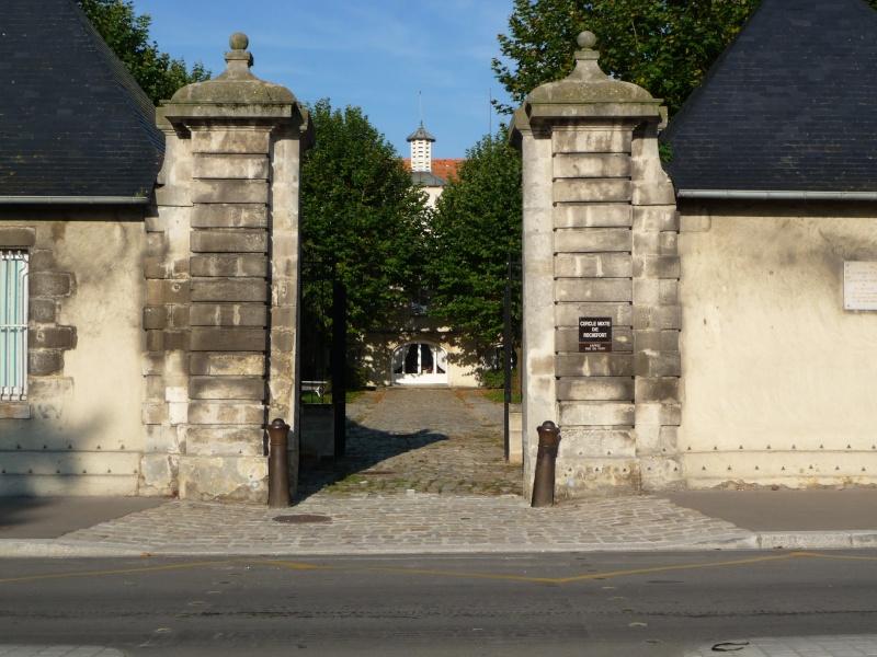 [Divers écoles de spécialités] Caserne Martrou Rochefort - Page 11 Rochef13