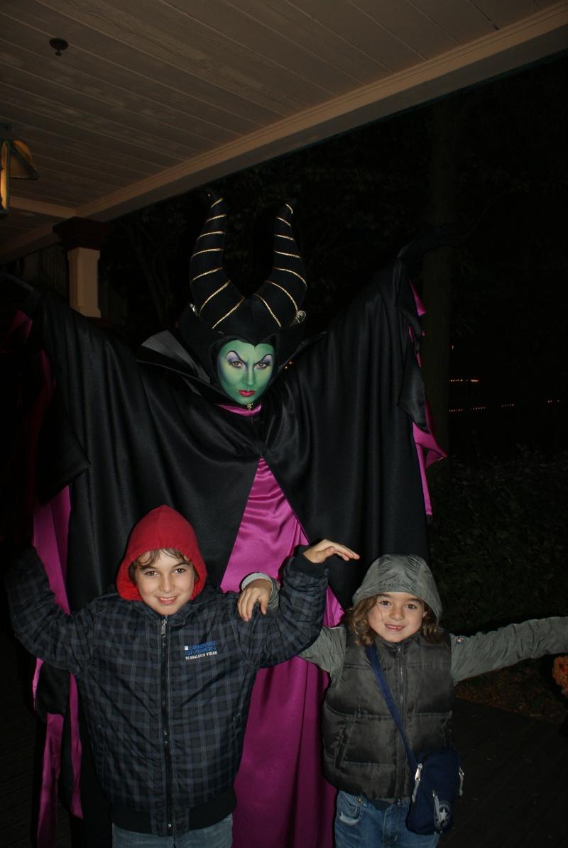 Les fêtes Pas Si Trouille de Mickey (les 07, 14, 21 et 28 octobre 2011) - Page 2 Dsc00712