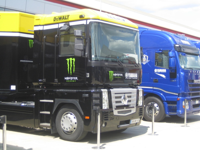 Les camions du Moto GP 03410