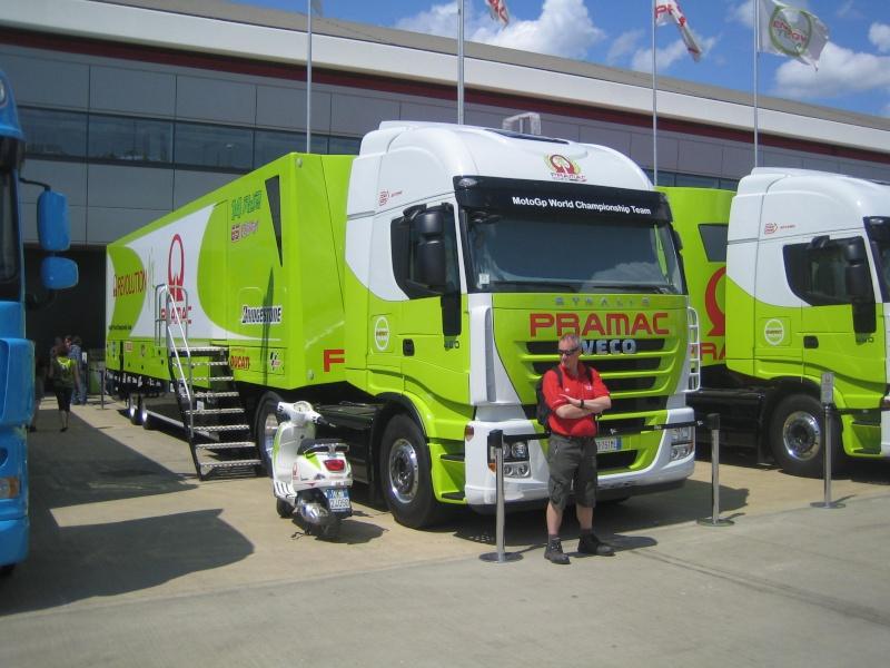 Les camions du Moto GP 04110