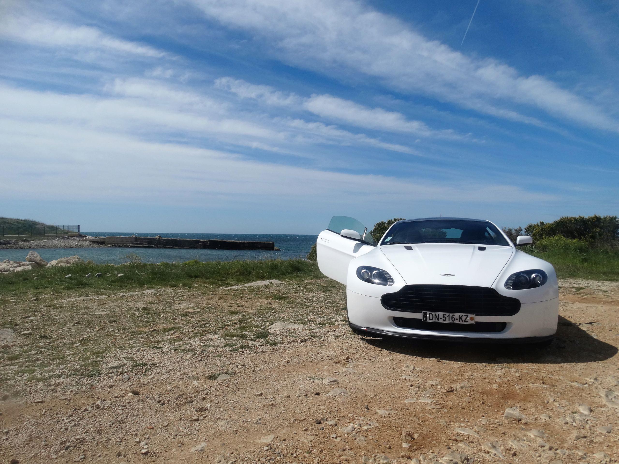Ahhh Aston Martin...Le post officiel des Astons - Page 2 Dsc00610