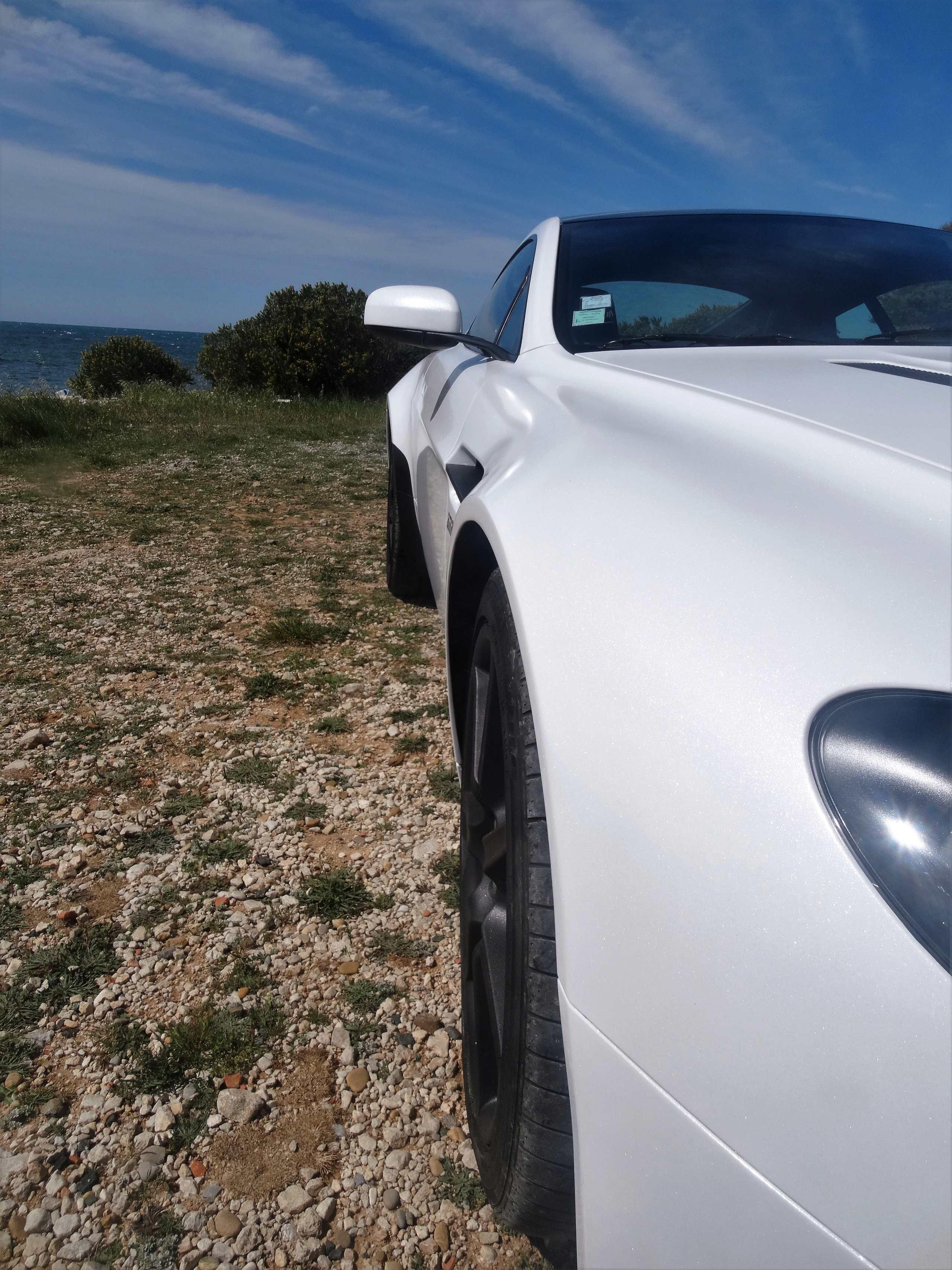 Ahhh Aston Martin...Le post officiel des Astons - Page 2 Dsc00611