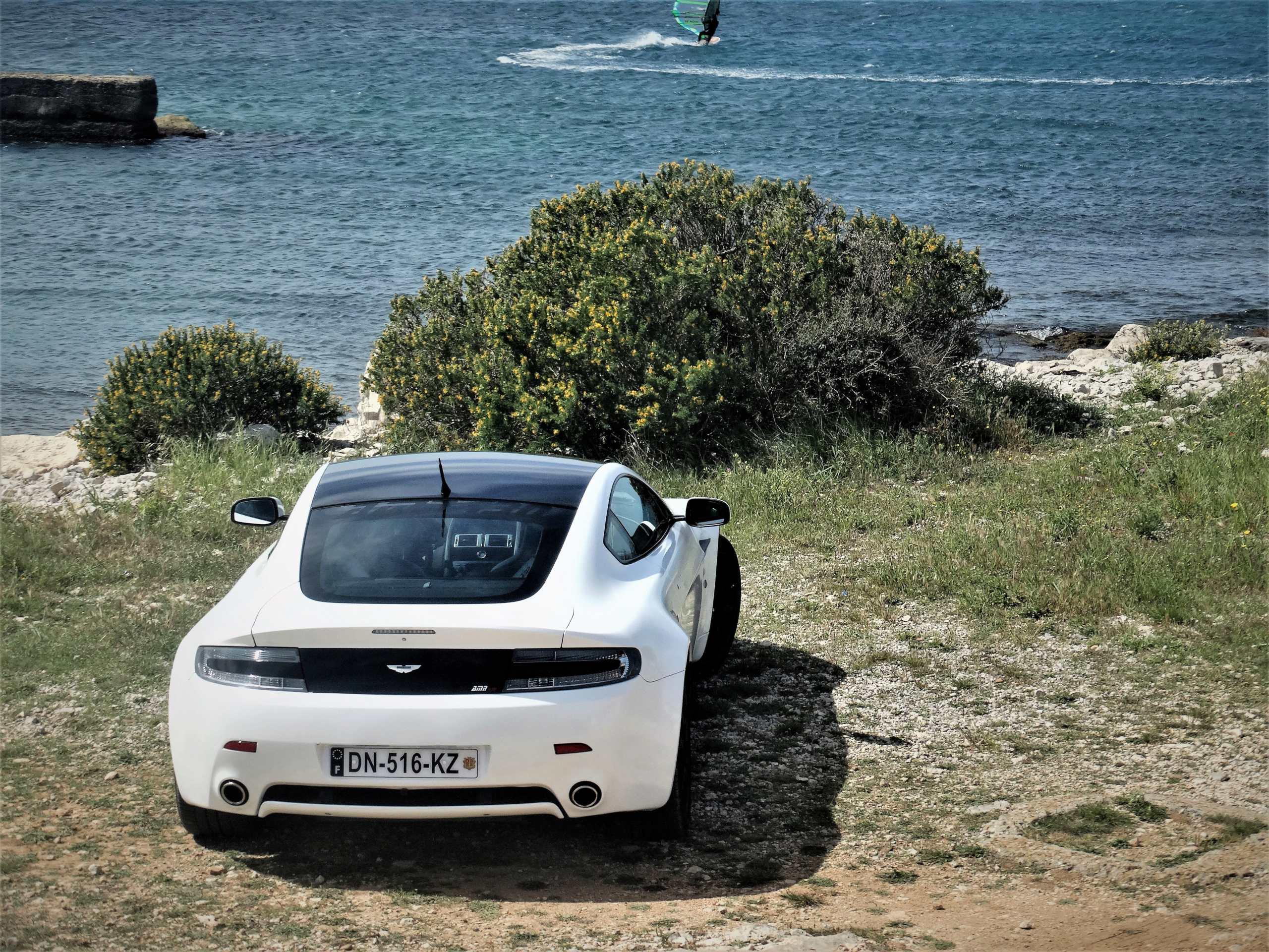 Ahhh Aston Martin...Le post officiel des Astons - Page 2 Dsc00612