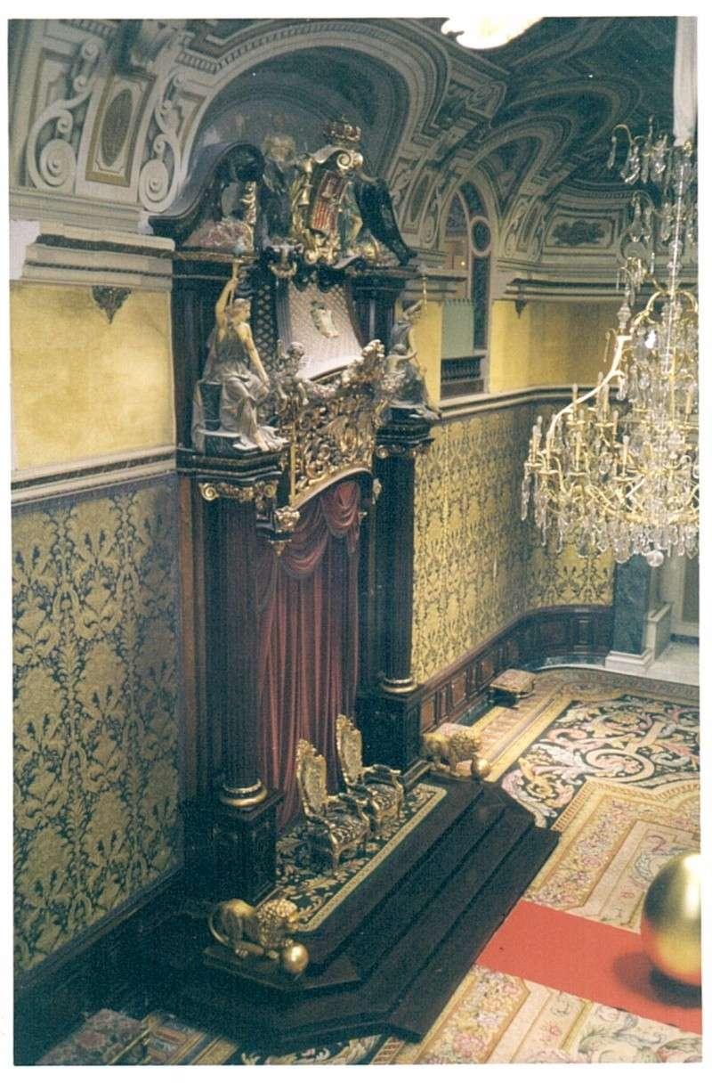 Exposition « Trônes en majesté, l'autorité et son symbole » - Page 7 02044410